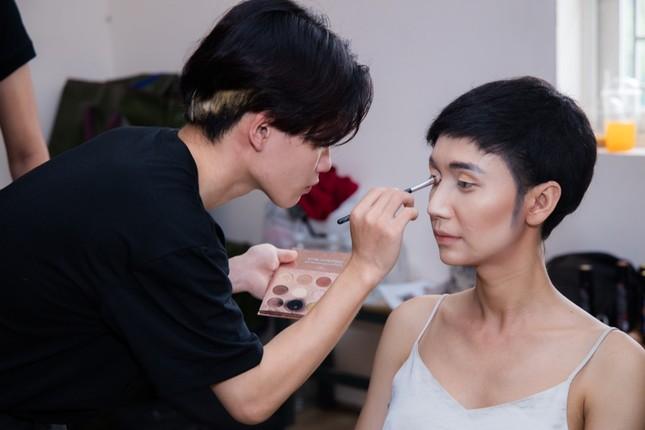 """Lynk Lee thấy sợ khi hóa thân thành nam trong chương trình """"Gương Mặt Thân Quen"""" ảnh 4"""