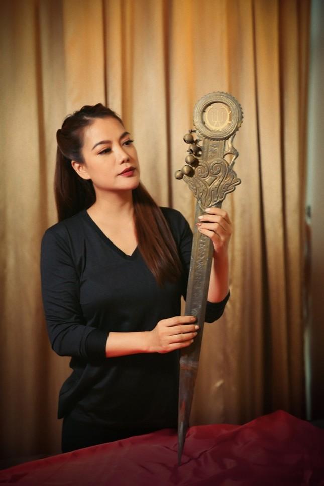 """Trương Ngọc Ánh đăng tin """"tìm chồng"""", giới thiệu binh khí của dự án """"Trưng Vương"""" ảnh 2"""