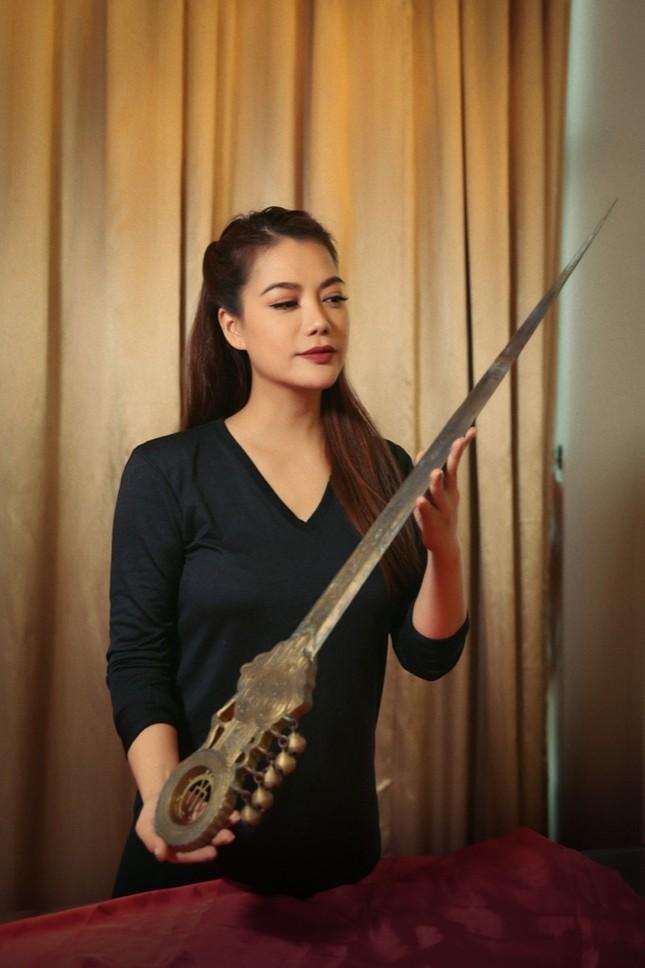 """Trương Ngọc Ánh đăng tin """"tìm chồng"""", giới thiệu binh khí của dự án """"Trưng Vương"""" ảnh 5"""