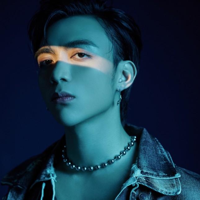 Sau động thái lạ, Soobin Hoàng Sơn hé lộ dự án mới với biểu tượng quân bài bí ẩn ảnh 4