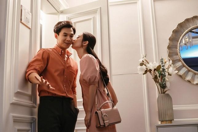"""Hé lộ hậu trường đáng yêu giữa Jun Vũ và Anh Tú trong phim """"Chìa Khoá Trăm Tỷ"""" ảnh 2"""