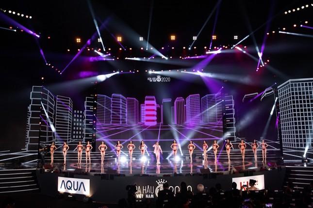 """Binz diện vest hồng lịch lãm, mang hit """"Bigcityboi"""" lên sân khấu Hoa hậu Việt Nam 2020 ảnh 6"""