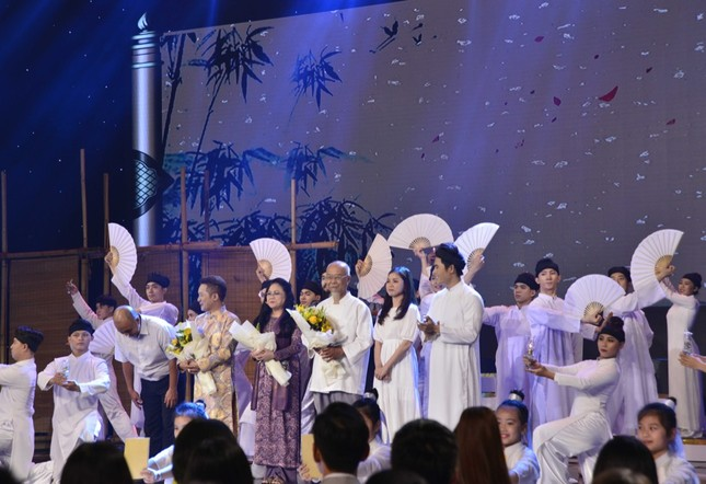 """Nói về """"Tài - Tâm - Đức"""", Võ Tấn Phát đăng quang """"Én Vàng Nghệ Sĩ 2020"""" ảnh 4"""