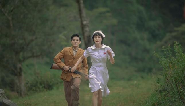 Hiền Hồ trở lại với thế mạnh ballad, diễn xuất bi thương đến ám ảnh trong MV mới  ảnh 3