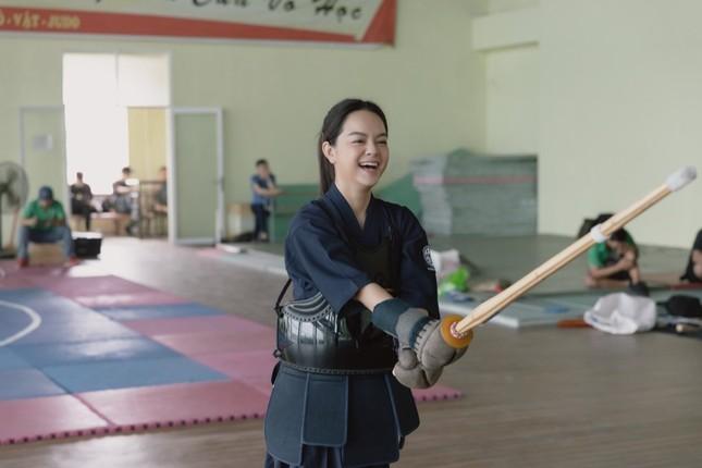 Không còn buồn bã, Phạm Quỳnh Anh chinh phục trai trẻ trong MV kết hợp Ricky Star ảnh 1