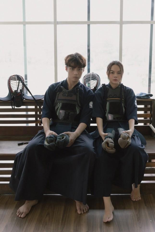 Không còn buồn bã, Phạm Quỳnh Anh chinh phục trai trẻ trong MV kết hợp Ricky Star ảnh 2