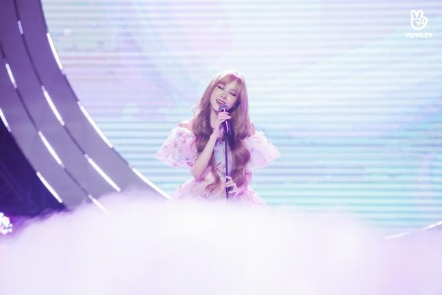 Thiều Bảo Trâm hóa công chúa ngọt ngào tỏa sáng trên sân khấu V Heartbeat ảnh 3