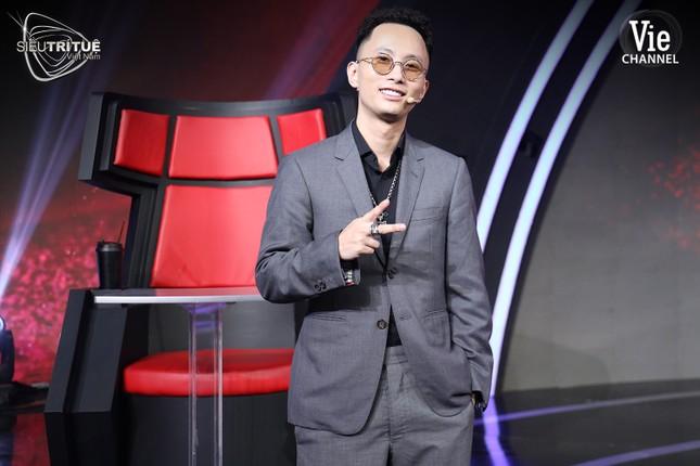 """Trấn Thành, Tóc Tiên bất ngờ hé lộ profile chuẩn """"con nhà người ta"""" của Rhymastic ảnh 2"""