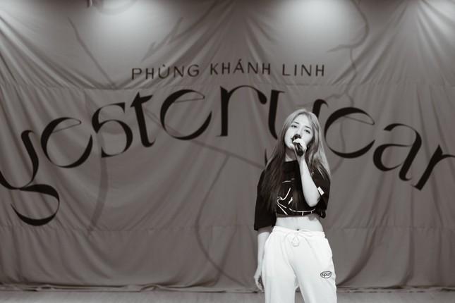 """Clip: Phùng Khánh Linh dốc sức tập vũ đạo, vui mừng vì showcase đã """"cháy vé"""" ảnh 6"""