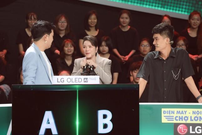 """Lý Nhã Kỳ, Hoàng Phi, Mạc Văn Khoa mang dép tổ ong khuấy đảo """"Nhanh Như Chớp'' ảnh 3"""