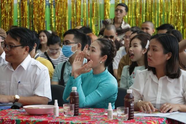 MC Thanh Thảo Hugo hội ngộ MC Minh Phúc tại trường xưa, trao học bổng cho các bạn MC trẻ ảnh 3