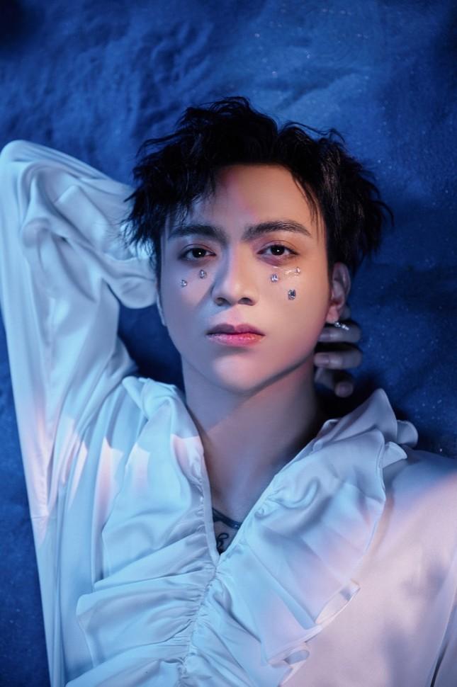"""Tạm gác hình tượng """"bad boy"""", Soobin Hoàng Sơn hóa """"trai mơ"""" trong MV """"Tháng Năm"""" ảnh 1"""