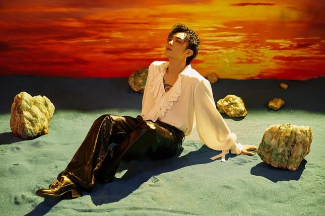 """Tạm gác hình tượng """"bad boy"""", Soobin Hoàng Sơn hóa """"trai mơ"""" trong MV """"Tháng Năm"""" ảnh 3"""