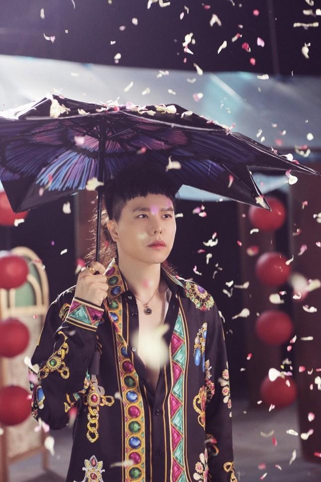 """Trịnh Thăng Bình phác họa thế giới truyện Kiều ảo diệu trong MV """"Bức Bình Phong"""" ảnh 2"""
