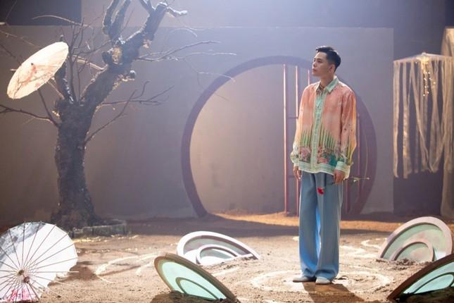 """Trịnh Thăng Bình phác họa thế giới truyện Kiều ảo diệu trong MV """"Bức Bình Phong"""" ảnh 6"""