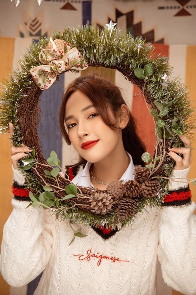 """Cặp chị em """"cùng nhà"""" Cara - JSol đàn hát Acoustic mộc mạc chào đón Giáng sinh ảnh 1"""