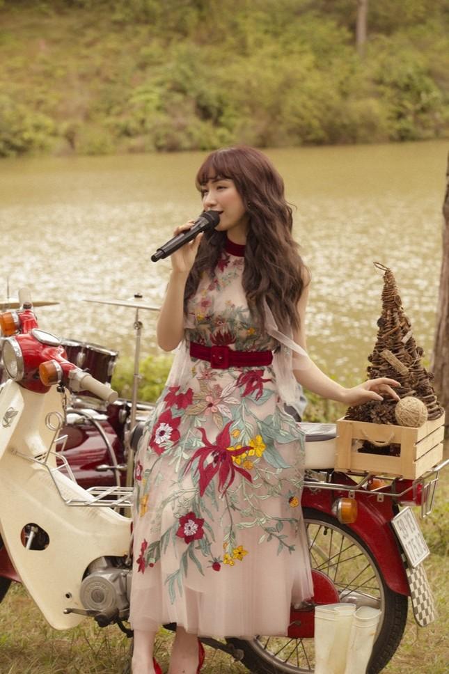 Hoà Minzy bất ngờ tung bản ballad đầy ấm áp tặng fan nhân dịp Giáng sinh ùa về ảnh 1