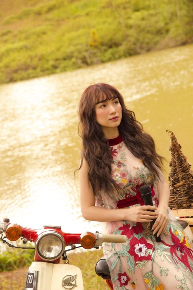 Hoà Minzy bất ngờ tung bản ballad đầy ấm áp tặng fan nhân dịp Giáng sinh ùa về ảnh 4