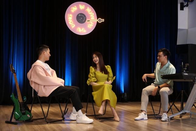 """Hòa Minzy, Anh Tú và Hứa Kim Tuyền làm show âm nhạc cực """"chill"""" đón chào năm 2021  ảnh 5"""
