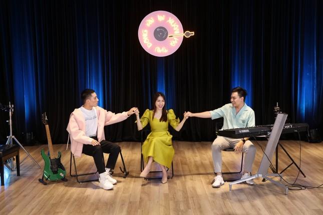 """Hòa Minzy, Anh Tú và Hứa Kim Tuyền làm show âm nhạc cực """"chill"""" đón chào năm 2021  ảnh 4"""