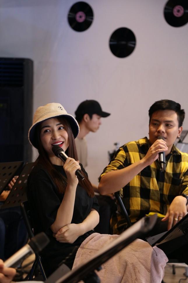 """Hòa Minzy, Anh Tú và Hứa Kim Tuyền làm show âm nhạc cực """"chill"""" đón chào năm 2021  ảnh 6"""