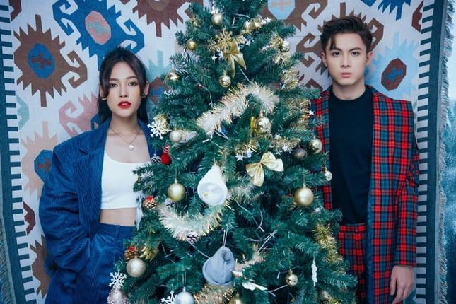 """Cara - Noway tung bộ ảnh chào đón Giáng sinh đầu tiên bên nhau sau """"Người Ấy Là Ai""""  ảnh 3"""
