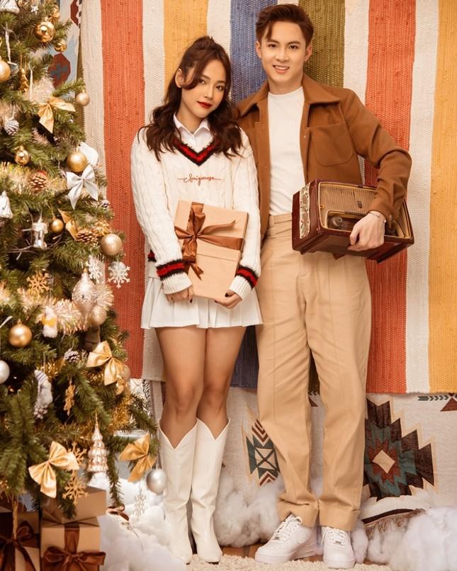 """Cara - Noway tung bộ ảnh chào đón Giáng sinh đầu tiên bên nhau sau """"Người Ấy Là Ai""""  ảnh 5"""