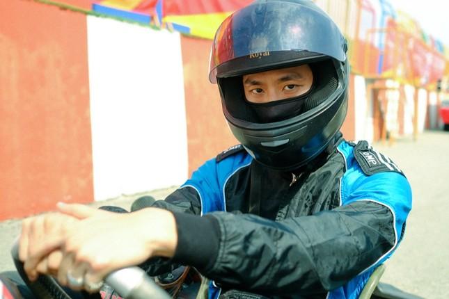 """Tuấn Trần """"cool ngầu"""" khi lần đầu thử sức với bộ môn đua xe thể thức mạo hiểm ảnh 5"""