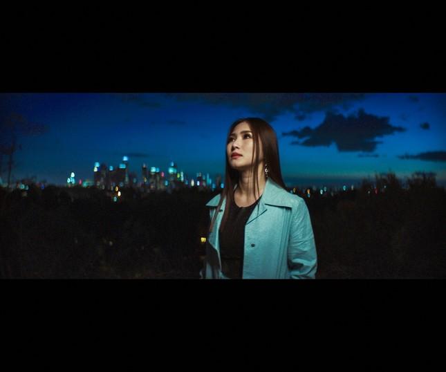 Lâu lắm mới trở lại, Hương Tràm tung hẳn 2 MV để gửi gắm nỗi nhớ xa quê hương ảnh 1