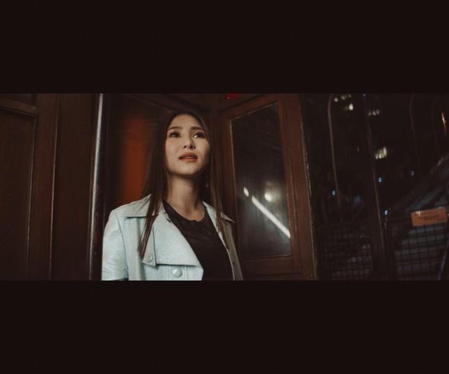 Lâu lắm mới trở lại, Hương Tràm tung hẳn 2 MV để gửi gắm nỗi nhớ xa quê hương ảnh 6