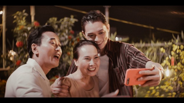 Lâu lắm mới trở lại, Hương Tràm tung hẳn 2 MV để gửi gắm nỗi nhớ xa quê hương ảnh 3