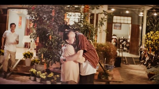 Lâu lắm mới trở lại, Hương Tràm tung hẳn 2 MV để gửi gắm nỗi nhớ xa quê hương ảnh 4