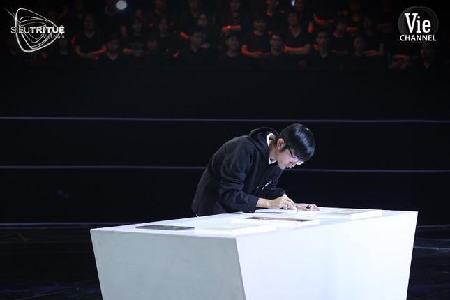 Siêu Trí Tuệ Việt Nam: Thách thức Sudoku lập phương, cậu sinh viên giải đề không cần nhìn ảnh 4
