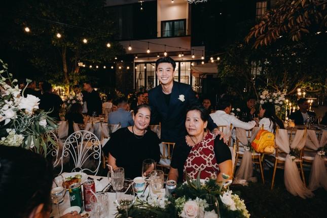 Vừa tặng mẹ 3 tỷ, Quốc Trường lại tự tay tổ chức tiệc mừng 40 năm ngày cưới cho ba mẹ ảnh 4