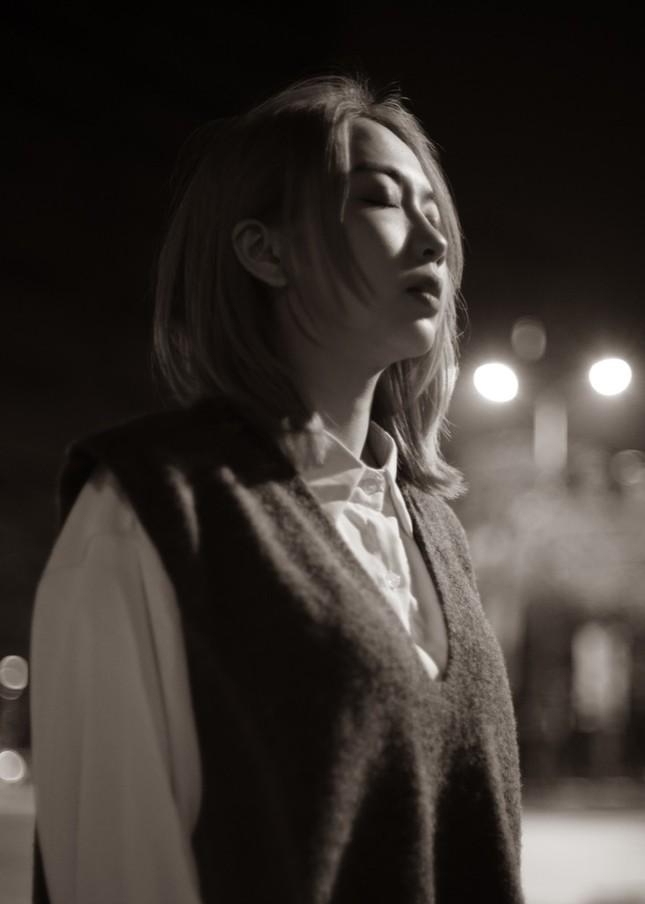 """Emcee L (Da LAB) chính thức """"thả xích"""" MV solo, nàng thơ sau Tóc Tiên và Miu Lê là ai? ảnh 6"""