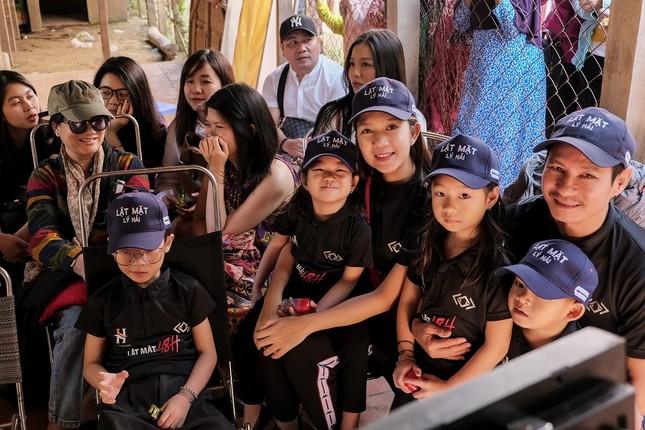 """Gia đình Lý Hải sum họp tại phim trường """"Lật Mặt - 48H"""", cùng diện đồ dân tộc Chăm ảnh 4"""