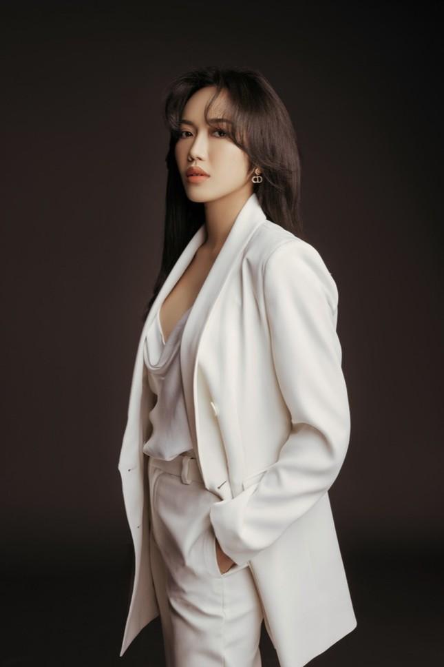 Diệu Nhi hóa nữ luật sư nghiêm túc, đau tay vì... tát Minh Hằng quá nhiều trong phim mới ảnh 3