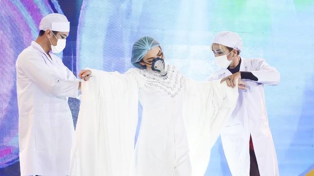 """Đức Phúc mang hit """"Hơn Cả Yêu"""" hỗ trợ Top 8 thí sinh tại Bán kết """"Đại Sứ Hoàn Mỹ"""" ảnh 4"""