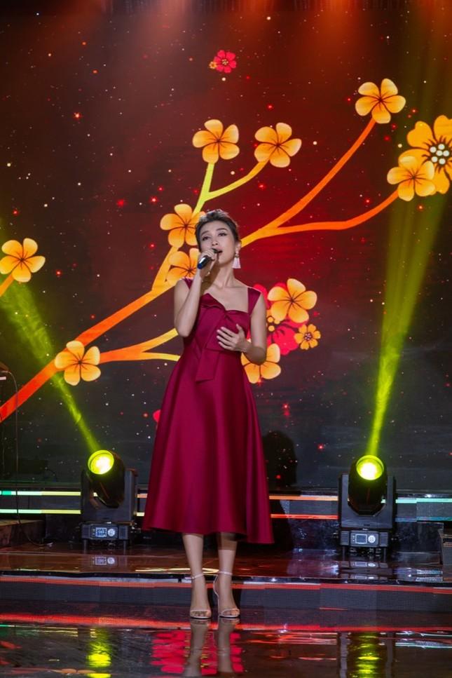 Lam Trường hội ngộ cháu gái Tiêu Châu Như Quỳnh trong đêm nhạc hướng về miền Trung ảnh 2
