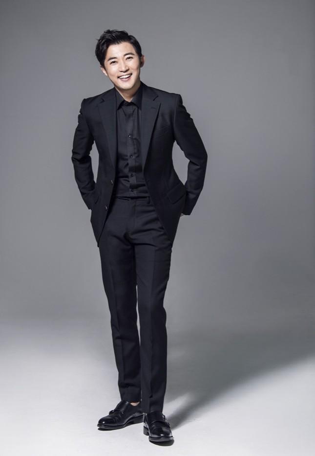 """Diễn viên Ahn Jae Wook khen ngợi khả năng hóa thân của Ngô Kiến Huy trong """"Em là của em"""" ảnh 1"""