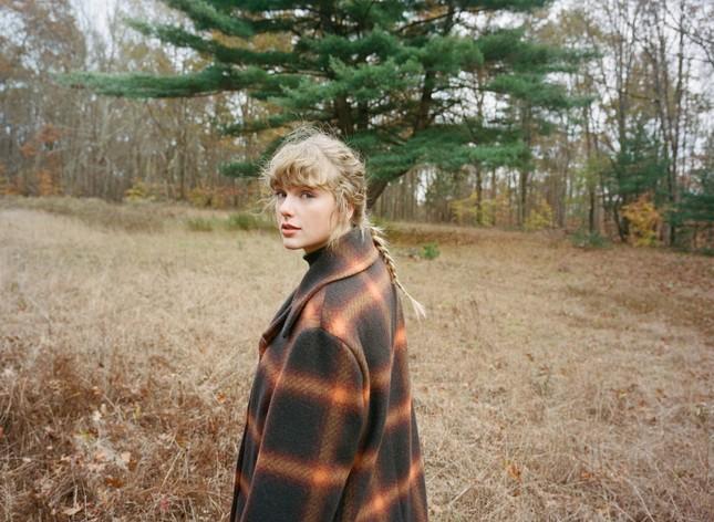 Taylor Swift trở thành nghệ sĩ đầu tiên có 45 tuần chiếm ngôi đầu BXH Billboard Artist 100 ảnh 1