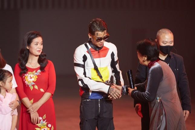 Dế Choắt vừa được gọi tên tại lễ trao giải WeChoice, nút vàng YouTube lập tức đến tay ảnh 6