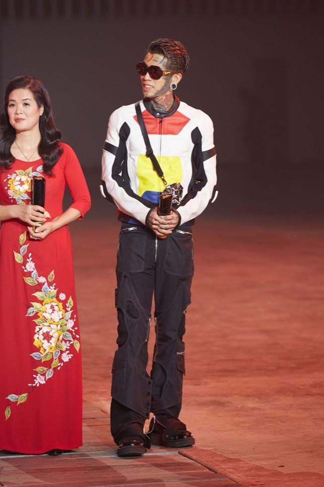Dế Choắt vừa được gọi tên tại lễ trao giải WeChoice, nút vàng YouTube lập tức đến tay ảnh 8