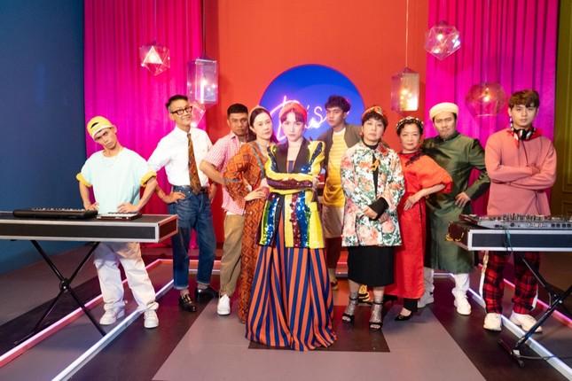 """Hòa Minzy """"quậy"""" hết mình cùng """"siêu sao đếm số"""" Sô Y Tiết trong MV chào Tết Tân Sửu ảnh 2"""
