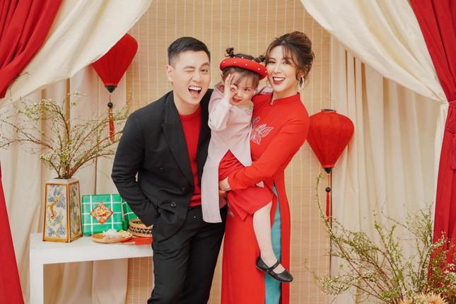 Món ngon ngày Tết: Gia đình Cam Cam, YouTuber ông Thọ hướng dẫn làm bánh tẻ, mứt táo ảnh 1