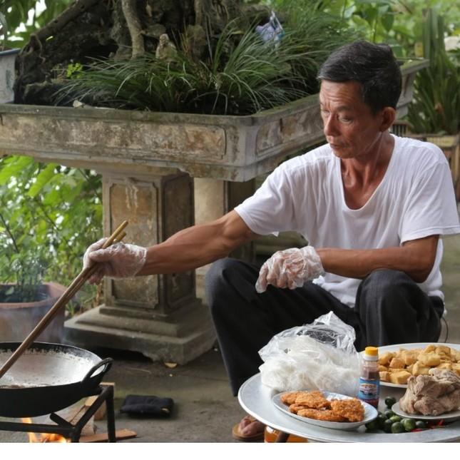 Món ngon ngày Tết: Gia đình Cam Cam, YouTuber ông Thọ hướng dẫn làm bánh tẻ, mứt táo ảnh 3