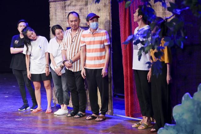 """Hoài Linh, Thu Trang, Nam Thư hội ngộ khán giả trong kịch """"Xuân này em lấy chồng"""" ảnh 1"""