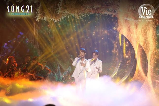 Jack biến sân khấu thành Wonderland với màn treo mình trên không giữa nền pháo hoa rực rỡ ảnh 2