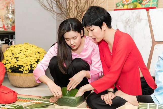 Mẹ con Trương Quỳnh Anh cùng nhà Xuân Lan, Thân Thúy Hà gói bánh chưng đón Tết ảnh 2