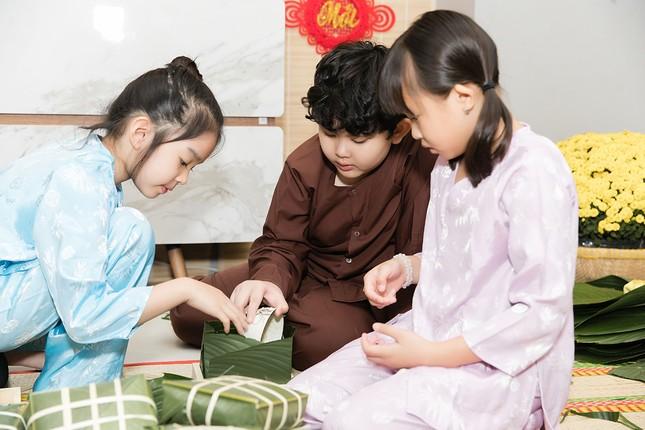 Mẹ con Trương Quỳnh Anh cùng nhà Xuân Lan, Thân Thúy Hà gói bánh chưng đón Tết ảnh 4